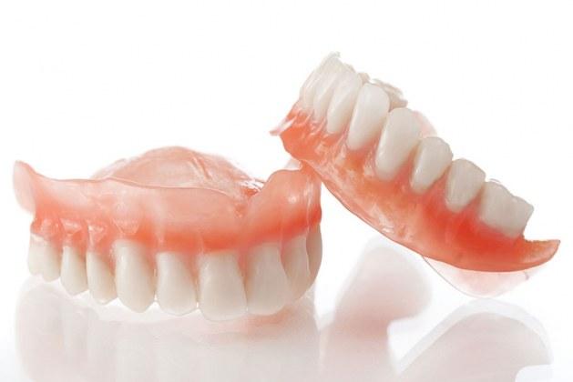 پروتز دندانی چیست؟ بررسی مزایا و معایب آن